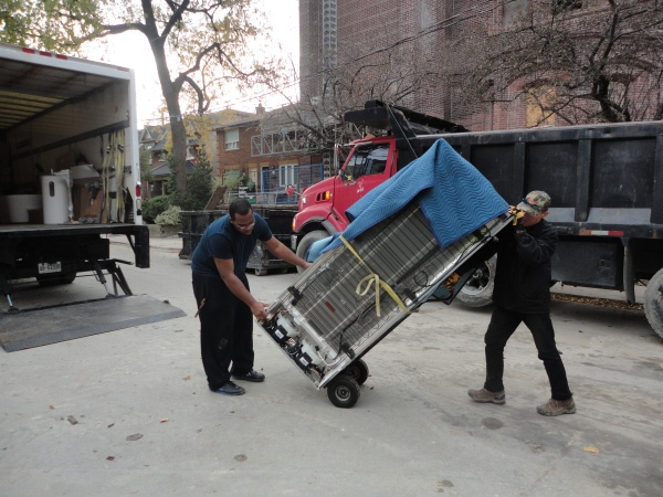 moving fridge, Toronto movers, automatic tailgate on truck