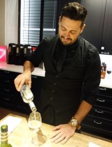 bartender-wine1